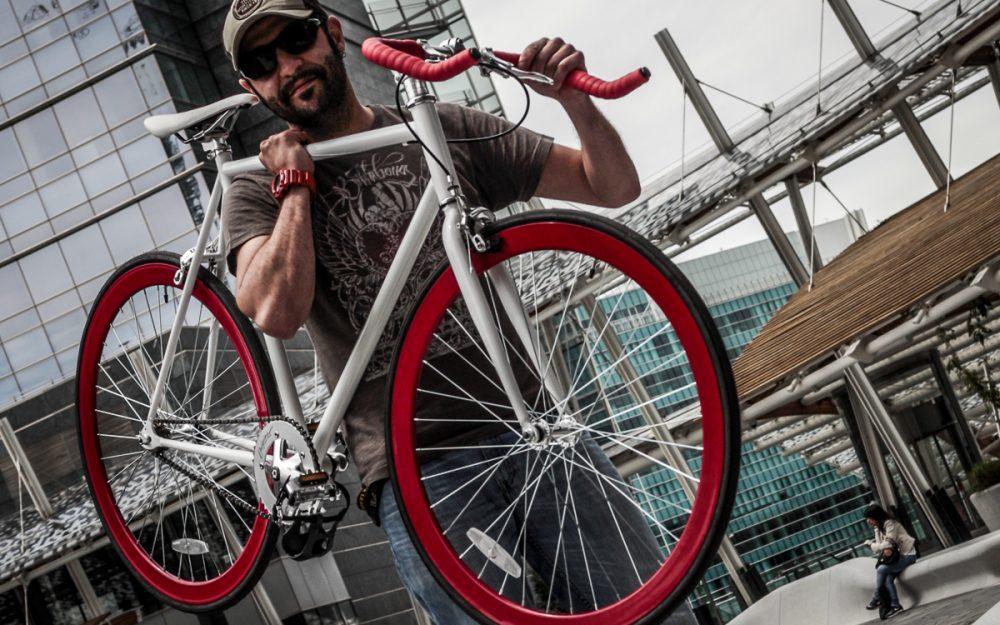 bici fixed leggera portata a spalla