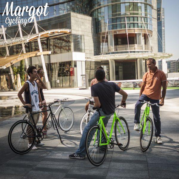 Ruota posteriore bici fixed e bici scatto fisso in prospettiva