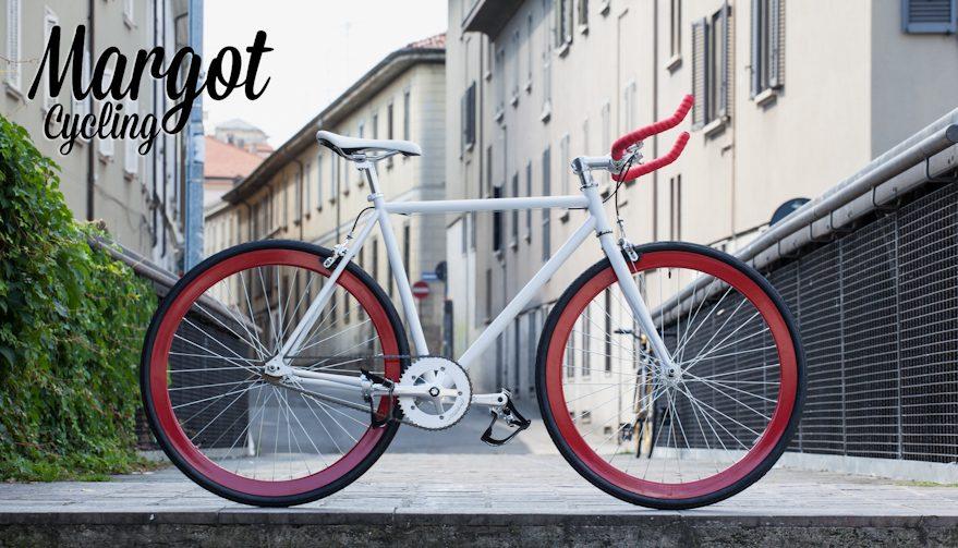 Bici fixed cerchi rossi e telaio bianco