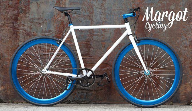 Bici fixed Aqua in città a Milano