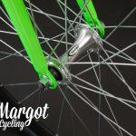 Ruota anteriore con forcella verde di fixie bike