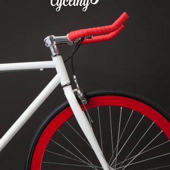 Anteriore fixie bike bianca con manubrio rosso