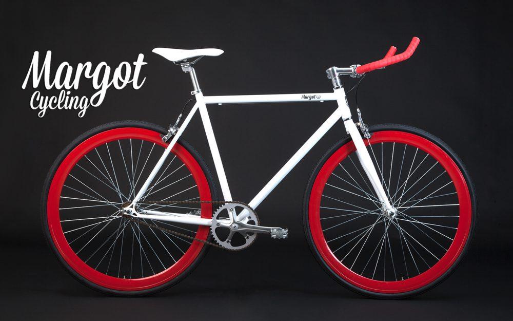 Bicicletta fixed bianca con manubrio bullhorn e cerchi rossi