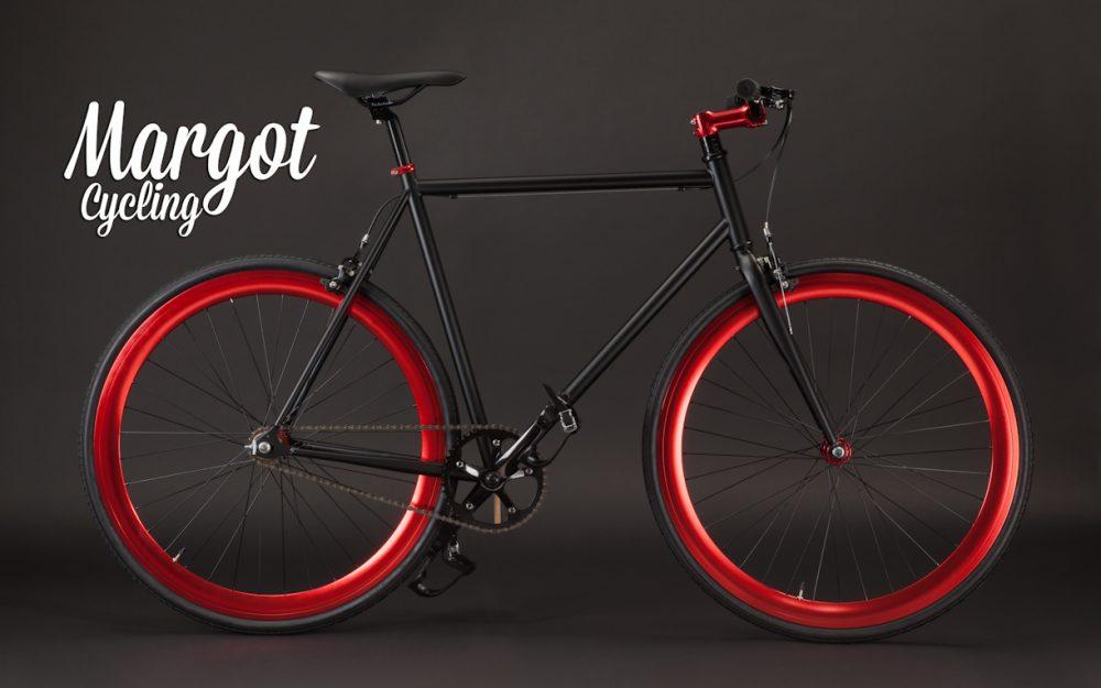 Bicicletta fixie nera con cerchi rossi anodizzati