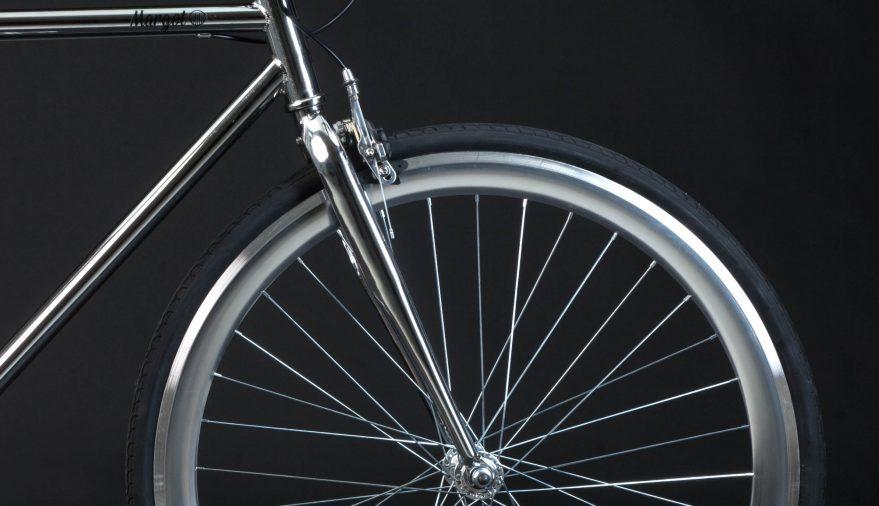 Bici fixed cromata taglio anteriore