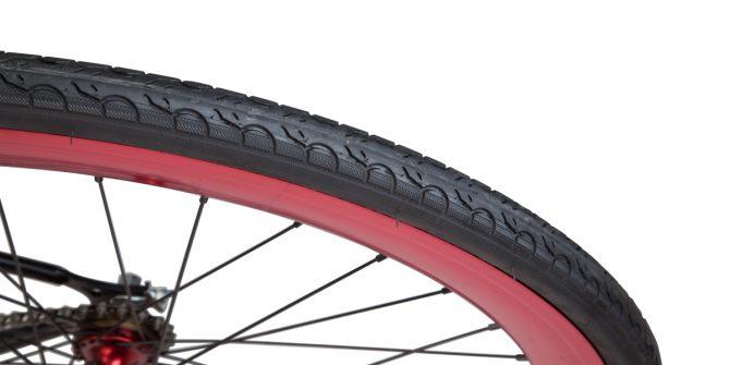 Copertone 28' su cerchio anodizzato rosso