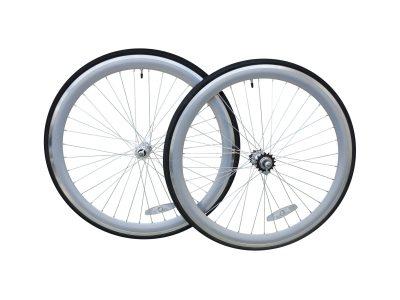 Laufradsatz 45 mm silber mit Reifen.