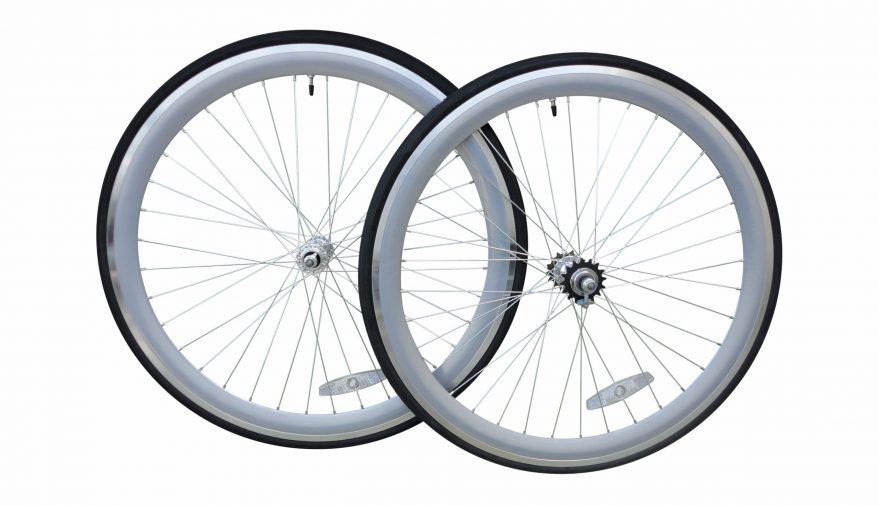 Bici ruote nere profilo 35 mm. Complete di copertoni.