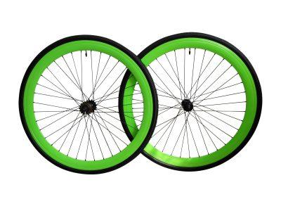 Laufräder grün mit 45 mm Profil und Reifen.