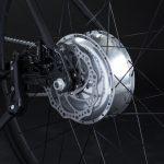 Bici elettrica OLYMPUS-ZERO. Freno a disco e motore-batteria nel mozzo posteriore.