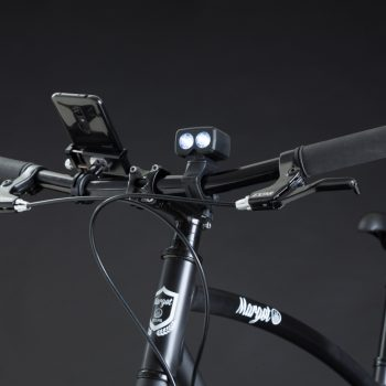 City bike urban MAVERICK. Luce anteriore: 2 led, 2200 lumens; ricarica USB.