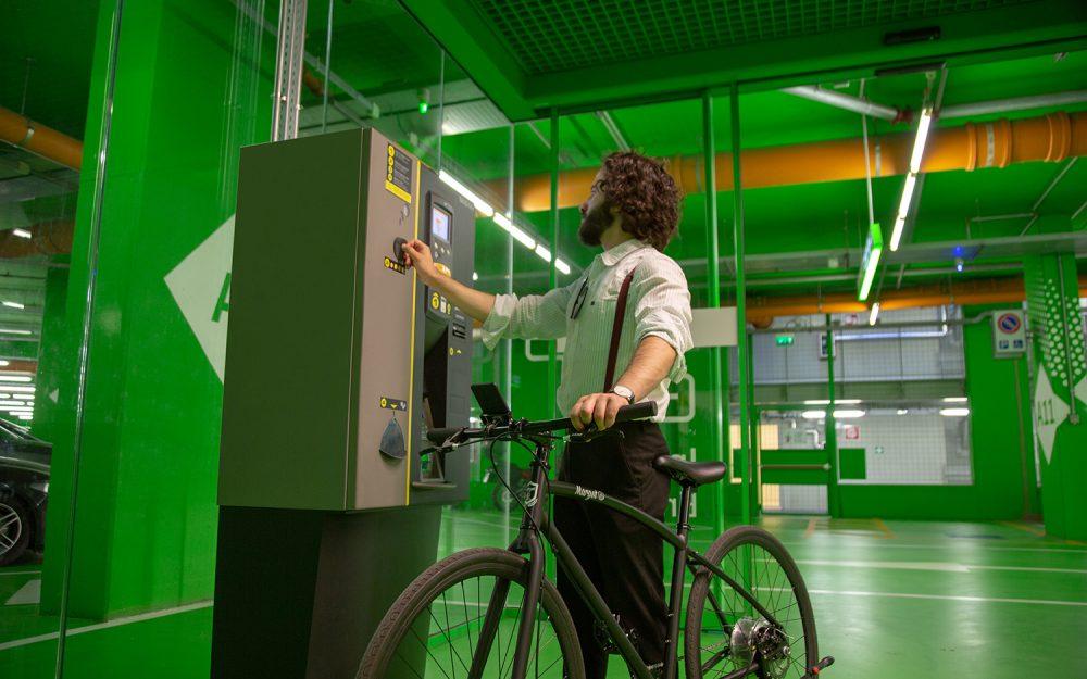 Bici elettrica da città leggera e maneggevole