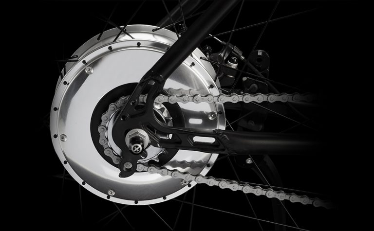 Il sistema motore-batteria della bici elettrica leggera OLYMPUS non ha fili in-out