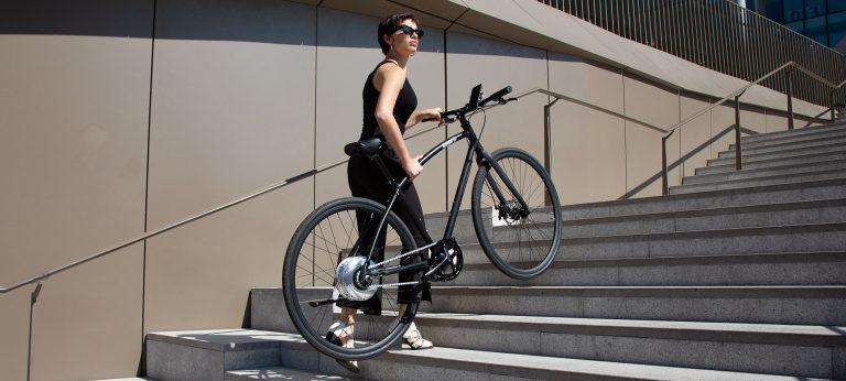 Bici elettrica OLYMPUS. Leggera da trasportare.
